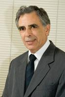 Cirurgião dentista, Divisão de Odontologia do Hospital das Clínicas da FMUSP. Ex-presidente da Sociedade Brasileira para o Estudo da Dor.